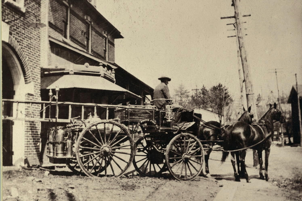 A horse-drawn truck from 1905.