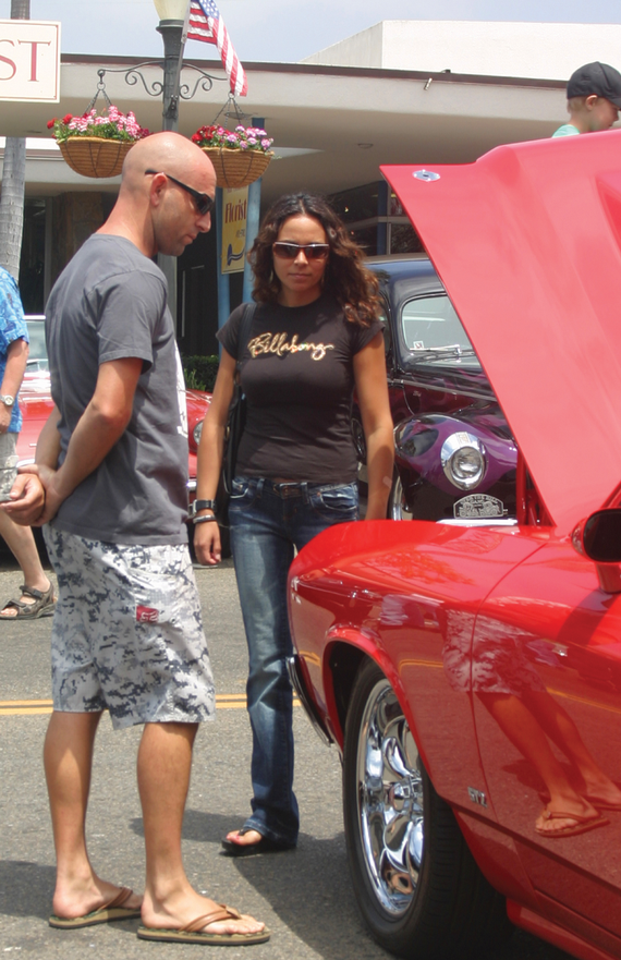People 20looking carshow