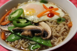 Medium_ramen_20with_20vegetables_20and_20egg