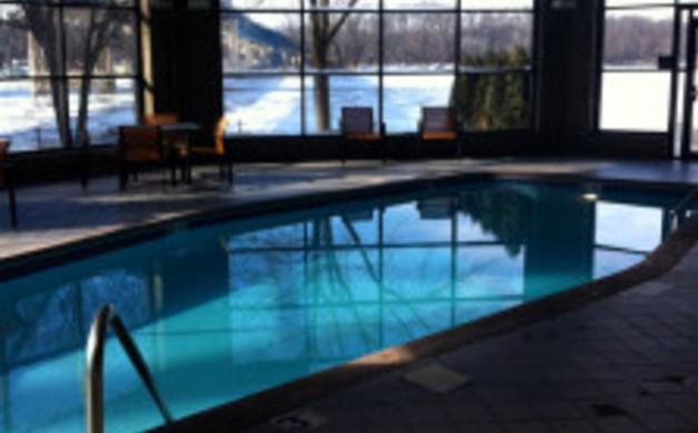 LaCrosse Courtyard Marriott Pool