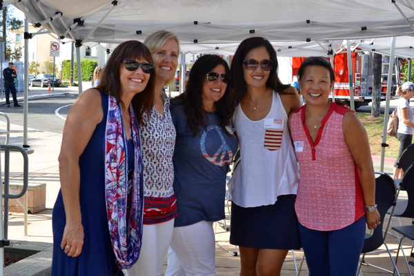 Robinson Elementary Principal Nancy Doyle with event organizers Wendy Finster, Stephanie Dubinsky, Nicole Tang, and Sumei Yee