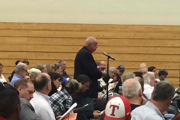 Keith Anderson speaks on an article at the Special Town Meeting.