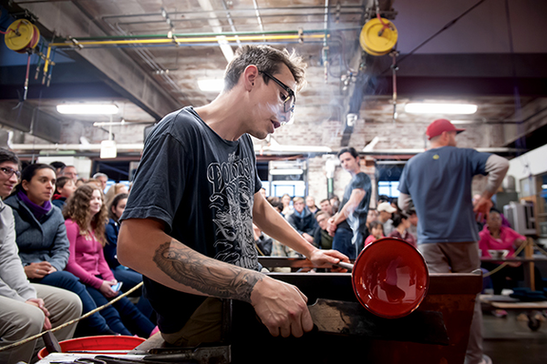 Artisan works at the Pittsburgh Glass Center. Photo courtesy Nathan J. Shaulis/Porter Loves Photography.