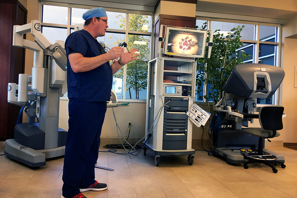 Registered Nurse Pete Keiley explains how the Da Vinci robot works. The new surgical robot will help decrease the recovery time for patients. (Kelly Cannon/City Journals)