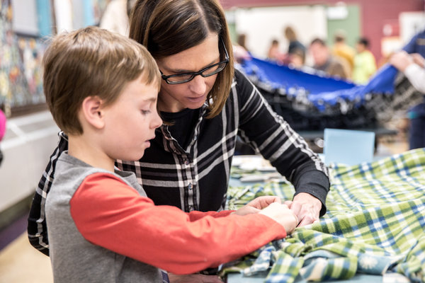Second-grader Jonathan Perse and his mother, Kalia, work on their quilt. Dan White, Kenta Photography - www.kentaphoto.com)