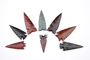 Medium stone knapping arrowheads