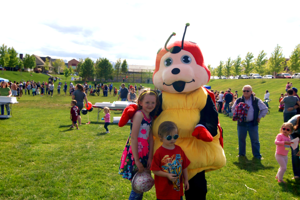Elena Gounaris and her cousin Braxton Maples pose with the giant fuzzy Ladybug Mascot at the 2017 Ladybug Festival in Daybreak. (Keyra Kristoffersen/City Journals)