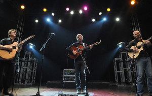 Medium california guitar trio desktop