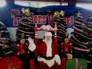 Photos with Santa at Traders Village - start Nov 25 2017 1000AM