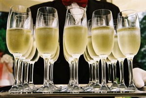 Where Do the Bubbles Come From Differences Between Champagne  Sparkling Wine - Dec 06 2017 0622PM