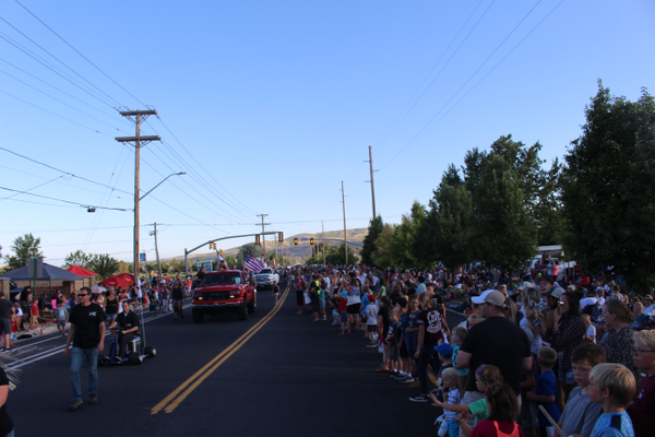 Thousands line the streets at the corner of 13400 South 2700 West for the parade's floats and participants. (Travis Barton/City Journals)