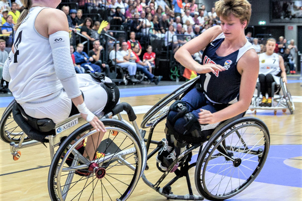 Ali Ibanez (R) makes a quick stop while competing in Europe for the U.S. Women's Wheelchair Basketball National team. (www.rolli-pictures.de)