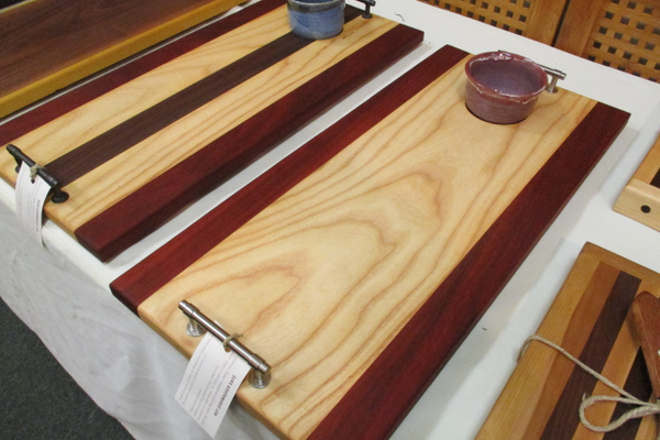 Elegant cutting boards and other wood crafts are offered by Lingerlong Woodworking.