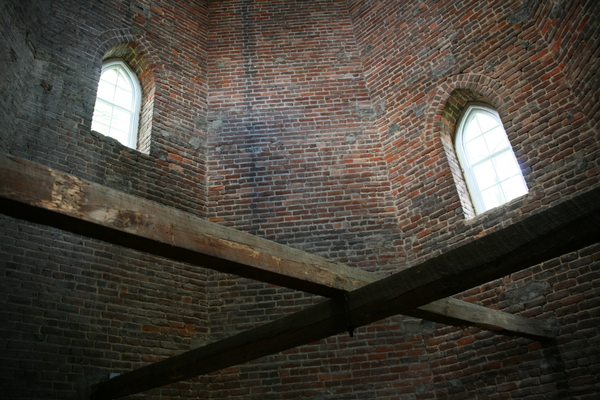 Crossbeam supports inside the tower