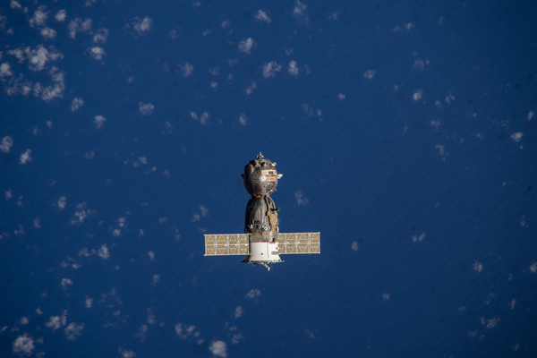 Soyuz TMA-10M spacecraft heading toward Earth with the Expedition 38 crew aboard. (#17)